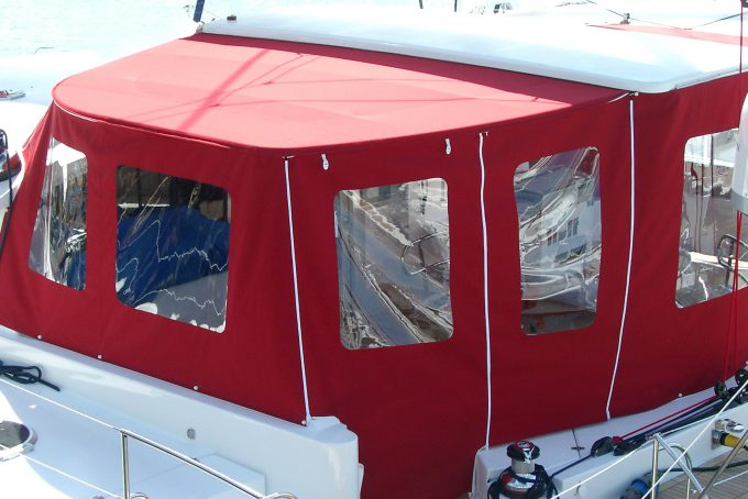 Protection cockpit catamaran